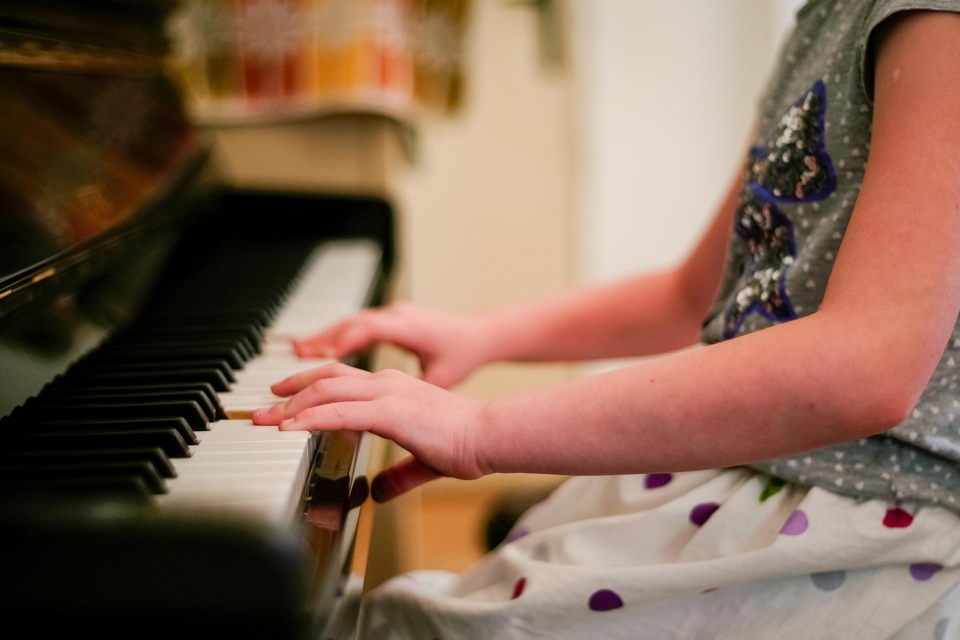 ¿Por qué incentivar a un niño a practicar música?